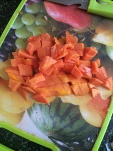 Cube the papaya.