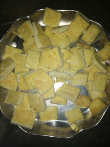 Remove the grilled tofu in a plate and set aside.